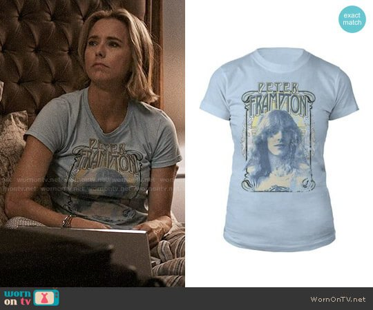 Peter Frampton Retro Photo Junior Tee worn by Elizabeth McCord (Téa Leoni) on Madam Secretary