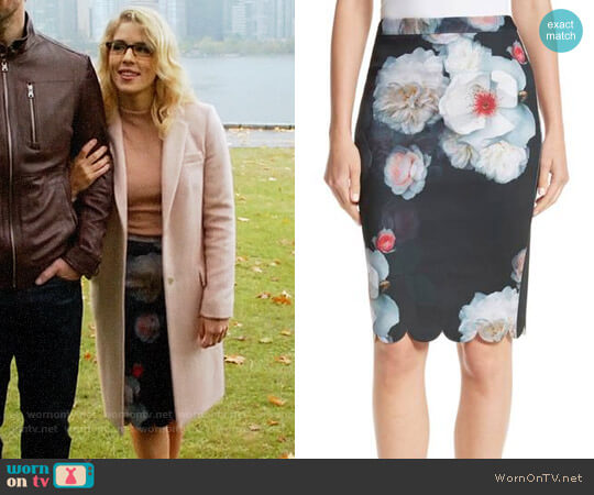 Ted Baker Laylie Chelsea Print Pencil Skirt worn by Emily Bett Rickards on The Flash