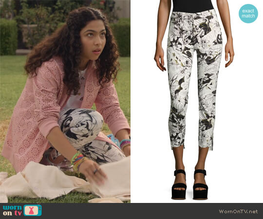 Floral-Print Step Hem Ankle Skinny Jeans by 7 For All Mankind worn by Molly Hernandez (Allegra Acosta) on Marvels Runaways