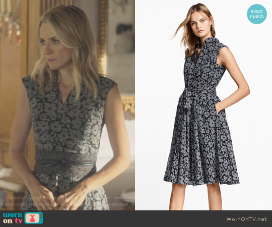 Floral-Print Glen Plaid Dress by Brooks Brothers worn by Janet Stein (Ever Carradine) on Marvels Runaways