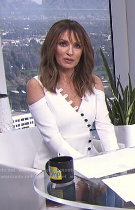 Catt's white cold-shoulder top with buttons on E! News Daily Pop