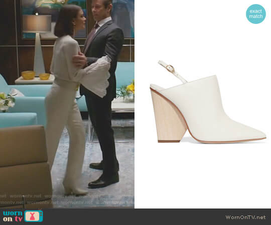 'Imari' Pumps by Paul Andrew worn by Nathalie Kelley on Dynasty