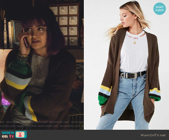 Chunky Turtle Neck Sweater by Urban Outfitters worn by Ariela Barer on Marvels Runaways