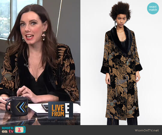 Devore Velvet Kimono by Zara worn by Melanie Bromley on E! News
