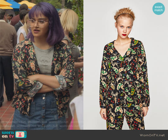 Printed Pyjama Style Shirt by Zara worn by Ariela Barer on Marvels Runaways