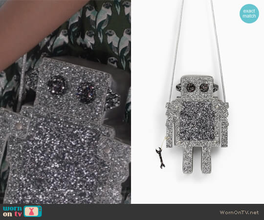 Robot Handbag by Zara worn by Allegra Acosta on Marvels Runaways