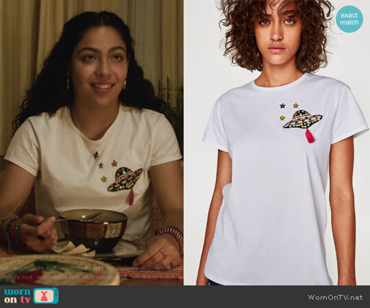 UFO Patch T-Shirt by Zara worn by Allegra Acosta on Marvels Runaways