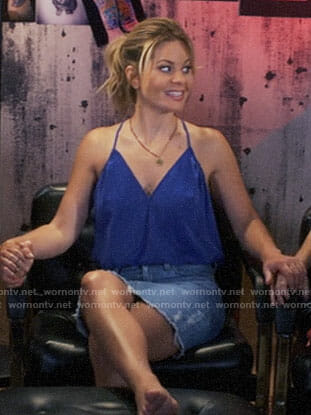 DJ's blue cami and denim skirt on Fuller House