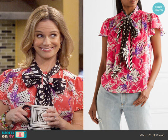Marc Jacobs Pussy-bow printed silk-satin blouse worn by Andrea Barber on Fuller House