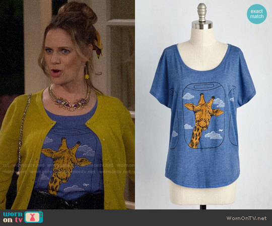 ModCloth Con-neck-ting Flight Top worn by Andrea Barber on Fuller House