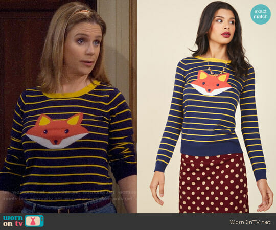 ModCloth Face the Fox Sweater worn by Andrea Barber on Fuller House