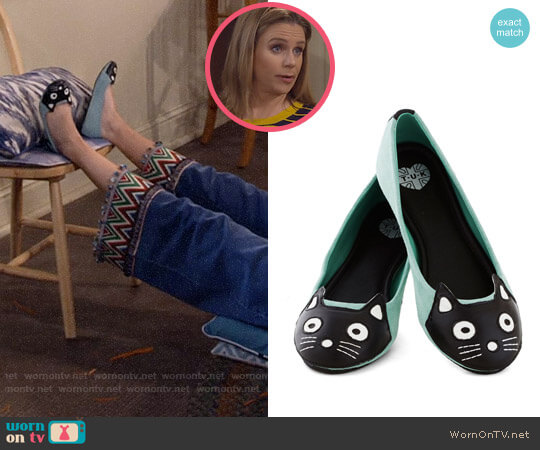 ModCloth Up Your Alley Cat Flat worn by Kimmy Gibbler (Andrea Barber) on Fuller House