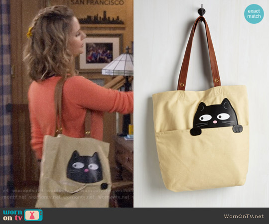 ModCloth Got One Friend in My Pocket Tote in Black Cat worn by Andrea Barber on Fuller House