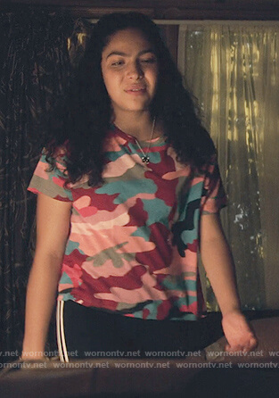 Molly's camo print t-shirt and black pants on Marvel's Runaways