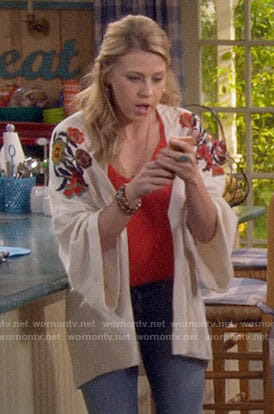 Stephanie's embroidered kimono on Fuller House