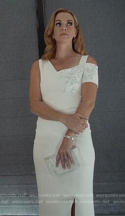 Leslie's white asymmetric shoulder dress on Marvel's Runaways