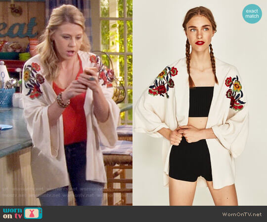 Zara Embroidered Floral Kimono worn by Jodie Sweetin on Fuller House