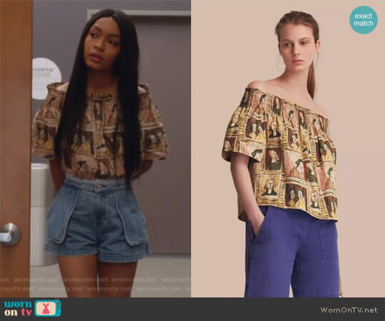 Off-the-shoulder Framed Heads Print Cotton Top by Burberry worn by Zoey Johnson (Yara Shahidi) on Grown-ish