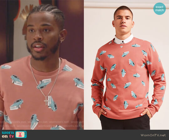 Car Print Sweatshirt by Forever 21 worn by Trevor Jackson on Grown-ish