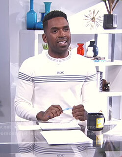 Justin's white logo sweatshirt on E! News Daily Pop