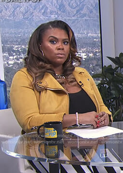 Nina Parker's yellow moto jacket on E! News Daily Pop