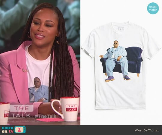 Biggie Couch Photo Tee by Urban Outfitters worn by Eve on The Talk