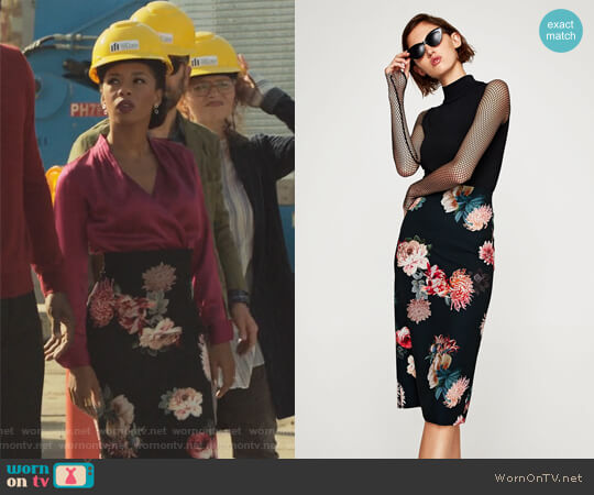 Floral Print Pencil Skirt by Zara worn by Angel Parker on Marvels Runaways