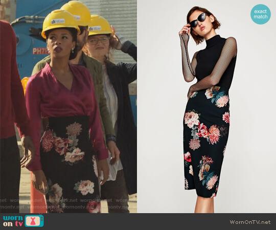 Floral Print Pencil Skirt by Zara worn by Catherine Wilder (Angel Parker) on Marvels Runaways