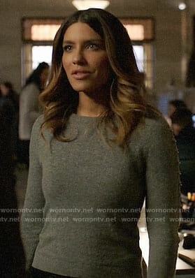 Dinah's grey ring sleeve sweater on Arrow