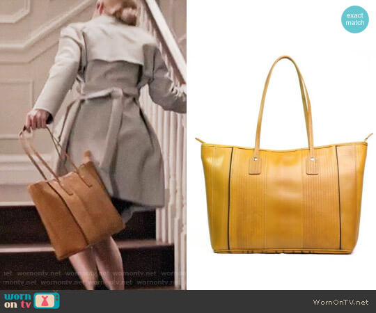 Elvis and Kresse Tote Bag worn by Wallis Currie-Wood on Madam Secretary
