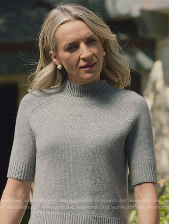 Janet's gray short sleeve sweater on Marvel's Runaways