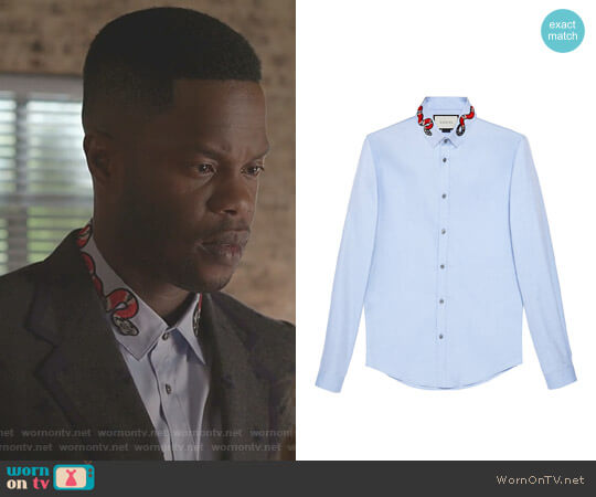 Oxford Duke shirt with Snake by Gucci worn by Jeff Colby (Sam Adegoke) on Dynasty