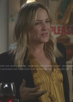 Arizona's yellow striped top on Grey's Anatomy