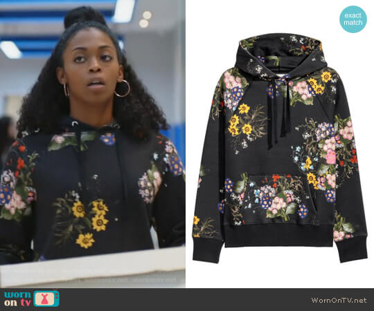 Floral-patterned Hooded Top by Erdem x H&M worn by Nafessa Williams on Black Lightning