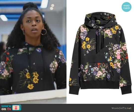 Floral-patterned Hooded Top by Erdem x H&M worn by Anissa Pierce (Nafessa Williams) on Black Lightning