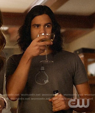 Cisco's light bulb t-shirt on The Flash