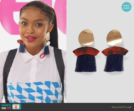 Earrings with Fringe and Metal by Zara worn by Zoey Johnson (Yara Shahidi) on Grown-ish