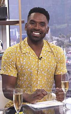 Justin's yellow floral shirt on E! News Daily Pop