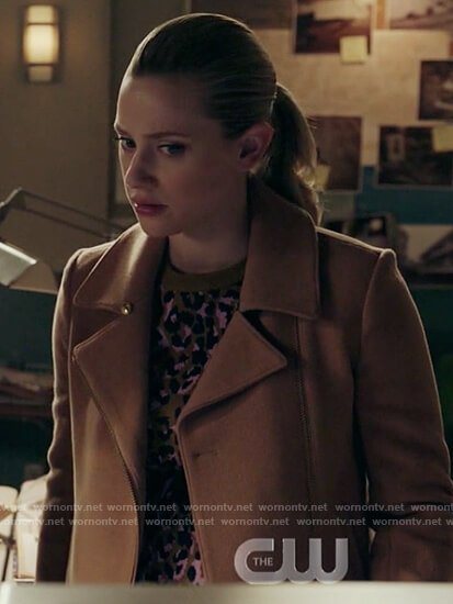 Betty's leopard print sweater on Riverdale