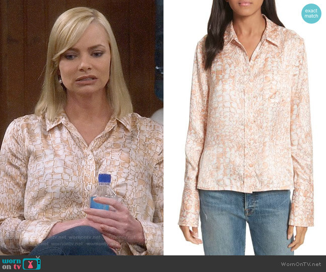 Equipment Huntley Blouse worn by Jaime Pressly on Mom