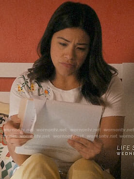Jane's daisy embroidered t-shirt on Jane the Virgin