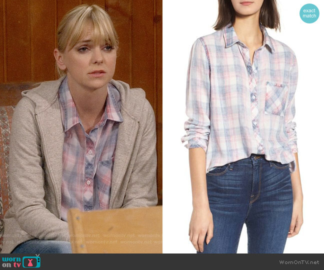 Rails Hunter Shirt in Berry Sky Shell worn by Anna Faris on Mom