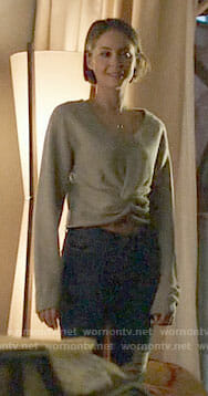 Thea's grey cropped twist front sweater on Arrow