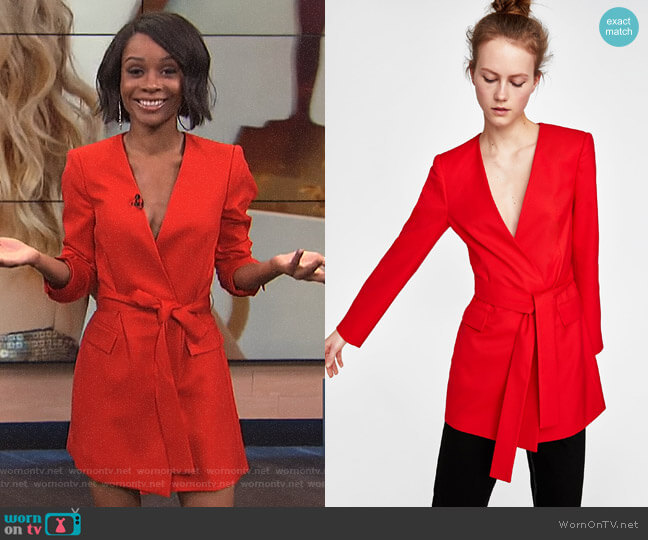 worn by Zuri Hall  on E! News
