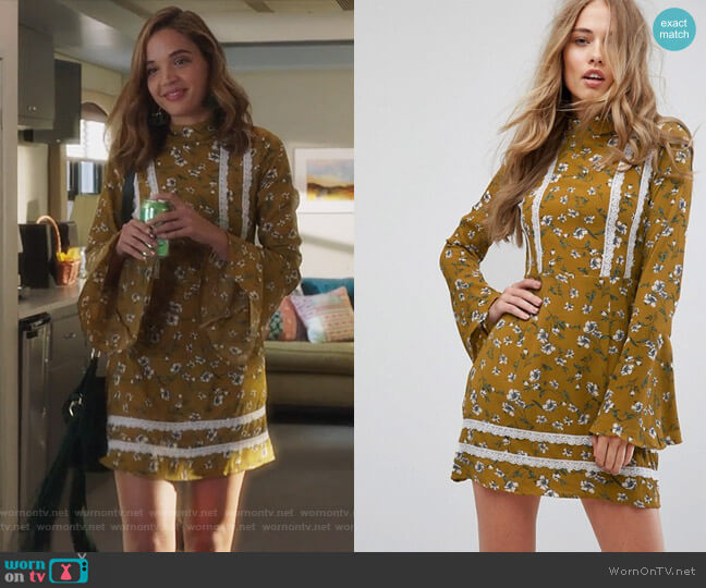 Floral Flare Sleeve Dress by Missguided worn by Cassandra (Georgie Flores) on Famous in Love