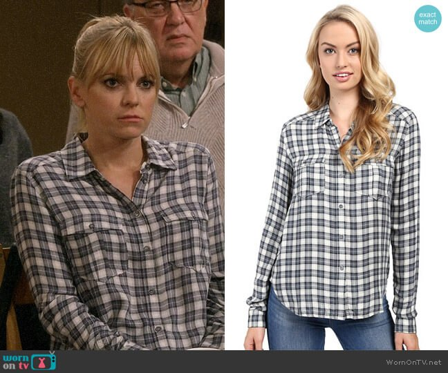 Paige Mya Shirt in Trooper Midnight Navy worn by Anna Faris on Mom