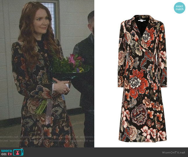 'Vivienne' Coat by Stella McCartney worn by Darby Stanchfield on Scandal
