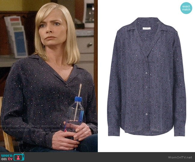 Equipment Adalyn Shirt in Blue Mood worn by Jaime Pressly on Mom