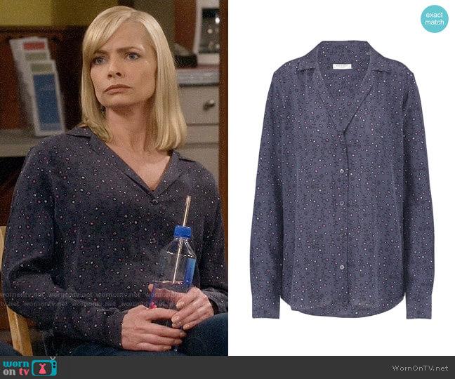 Equipment Adalyn Shirt in Blue Mood worn by Jill Kendall (Jaime Pressly) on Mom