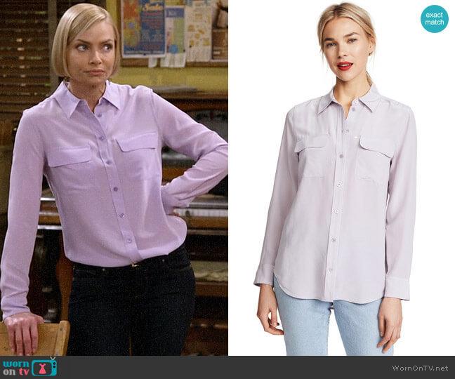 Equipment Slim Signature Silk Shirt worn by Jill Kendall (Jaime Pressly) on Mom